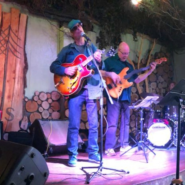 LIVE music in The Square: Larry Van Kriedt