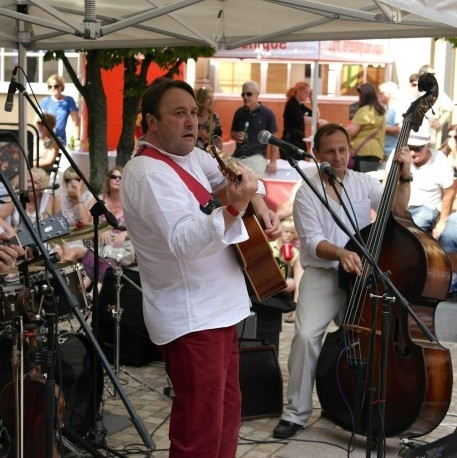 LIVE music in The Square: Dizzy Club