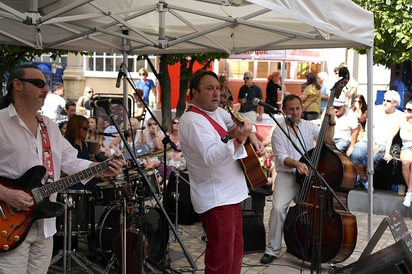 LIVE music in The Square: Dizzy Club